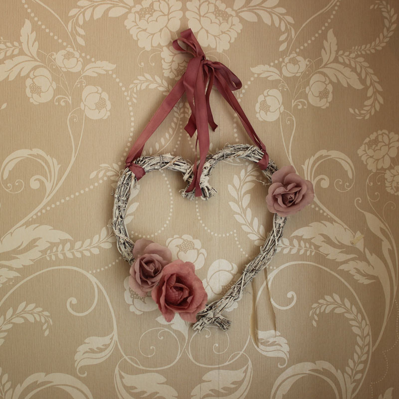 Willow Hanging Heart with Pink Roses