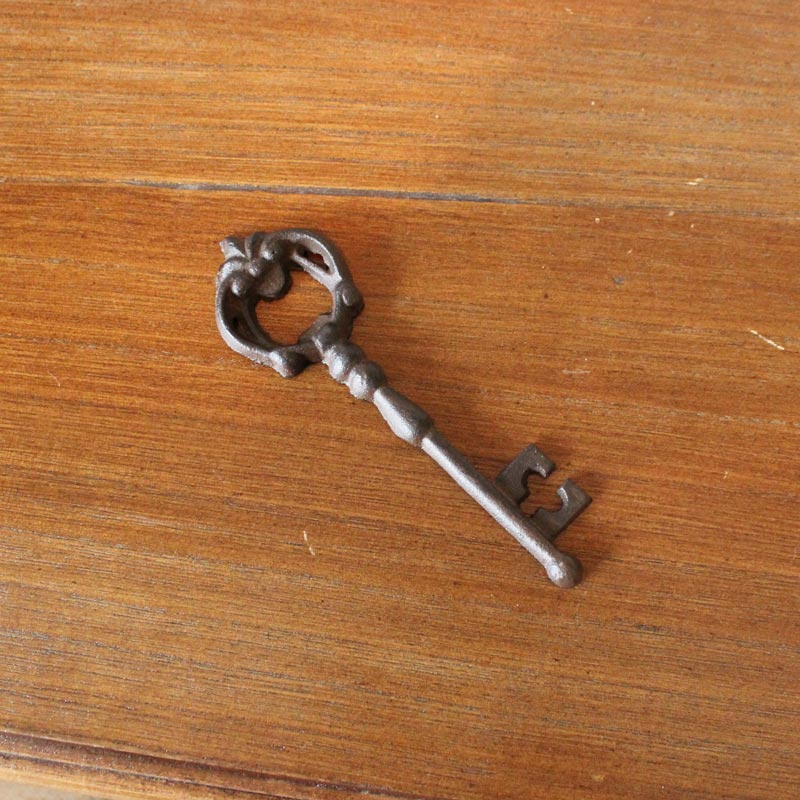 vintage rustic key bottle opener melody maison. Black Bedroom Furniture Sets. Home Design Ideas