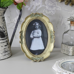 Gold Oval Ornate Photograph Frame