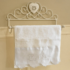 Ivory Metal Heart Towel Rail