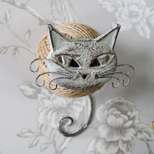 Wall Mountable Cat String Dispenser