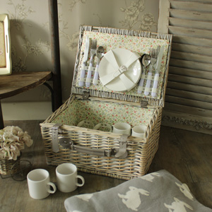 Wicker Picnic Basket Hamper with 20 Piece Dining Set