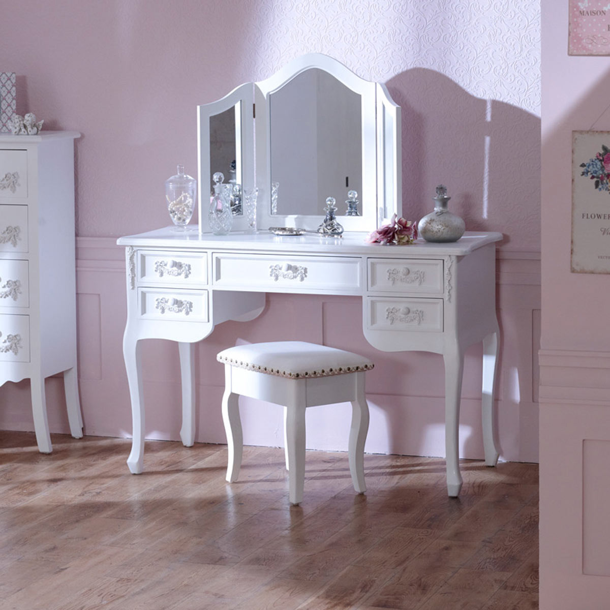 Merveilleux Antique White Dressing Table Desk With Triple Mirror And Stool   Pays Blanc  Range