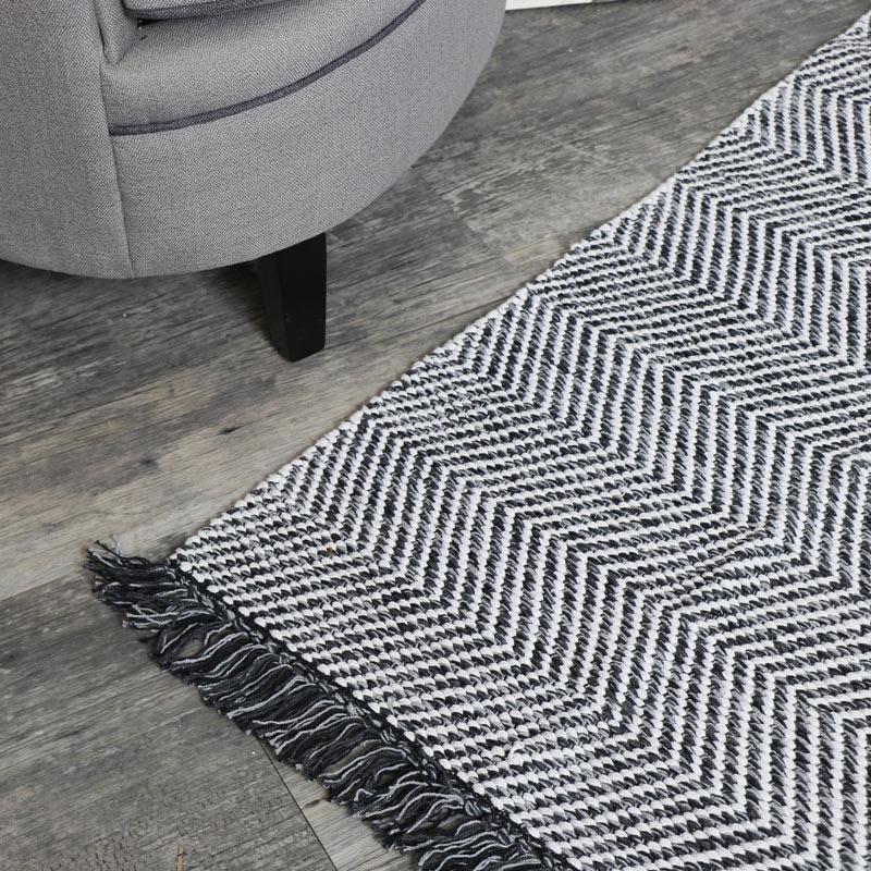 Black and White Woven Herringbone Rug 140cm x 70cm