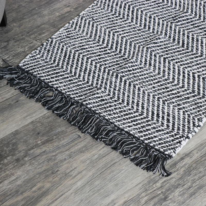 Black and White Woven Herringbone Rug 90cm x 60cm