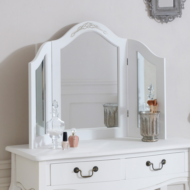 Classic white dressing table mirror melody maison for Range dressing table