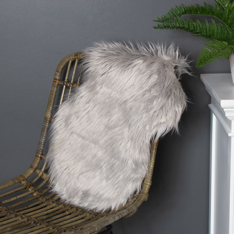 Light Grey Single Pelt Faux Fur Rug 38cm x 55cm