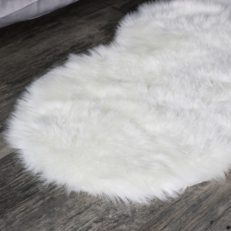 Single Pelt White Faux Fur Rug 65cm x 100cm