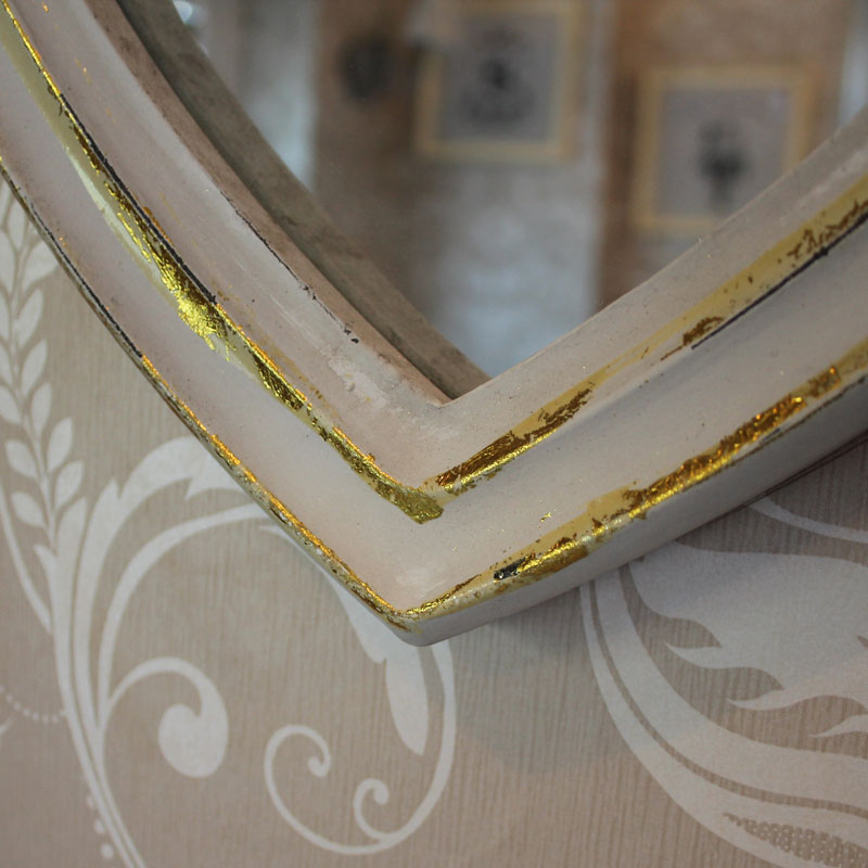 Heart wall mirror in white with gold distressing shabby for White and gold mirror