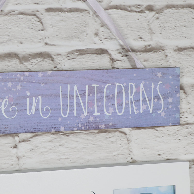 Wooden Wall Plaque 'Believe in Unicorns'