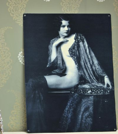 Black and white vintage lady plaque