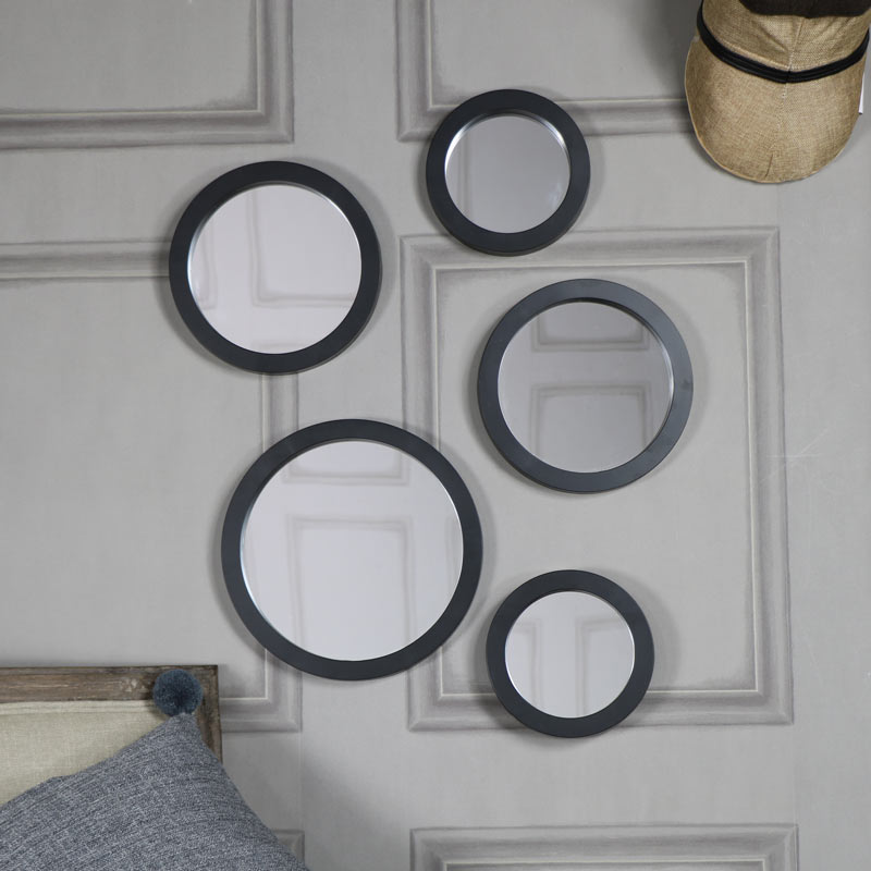 Set of wall mirrors