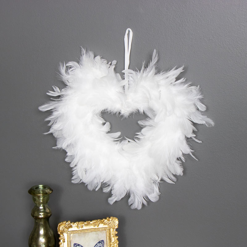 White feather wall hanging decoration melody maison for Decoration maison white