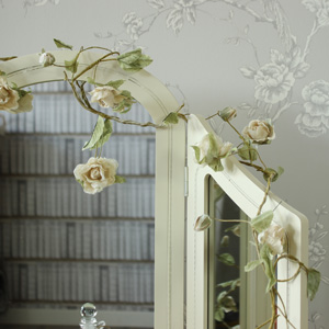 Fabric Vintage Cream Wire Rose Garland
