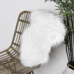 White Single Pelt Faux Fur Rug 38cm x 55cm